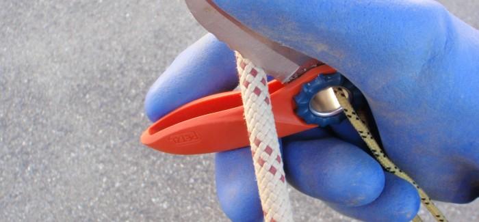 Couper de corde avec un couteau